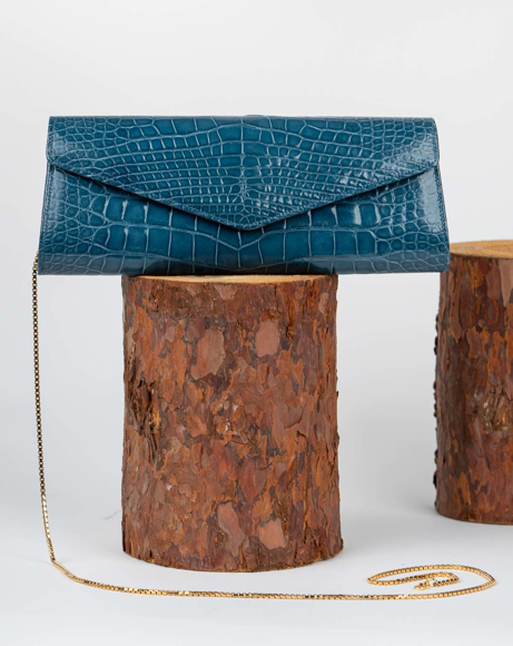 Picture of BLUE HANDBAG WITH GOLD CHAIN