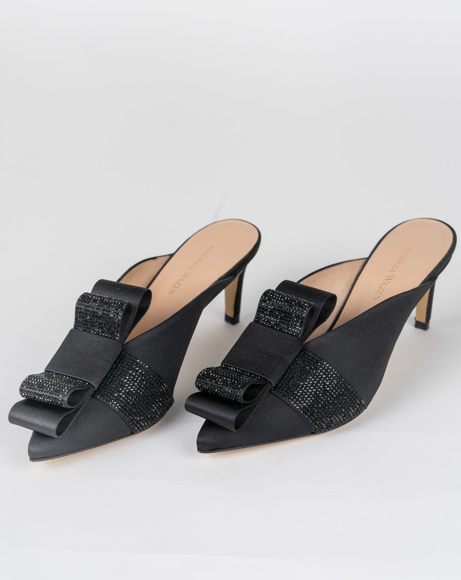 Picture of BLACK POINTED TOE CLOSED HEELS