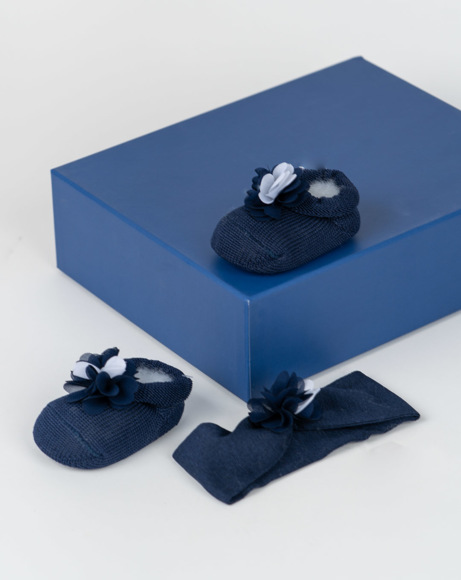 Picture of KNIT BOOTIES AND HEADBAND SET W/ FLOWER