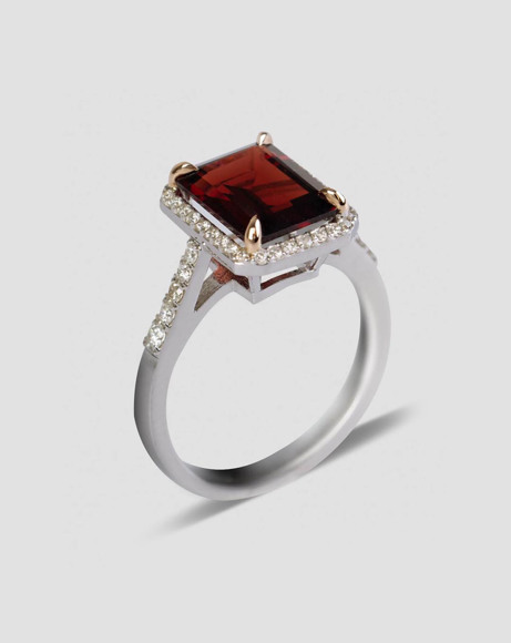 Picture of GARNET STONE RING