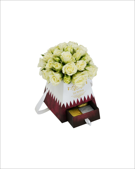 Picture of BABY ROSES WITH CHOCOLATES