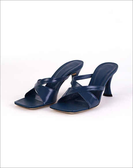 Picture of KNOT FRONT MID-HEEL MULES