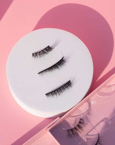 Picture of QUEENDEE EYELASHES